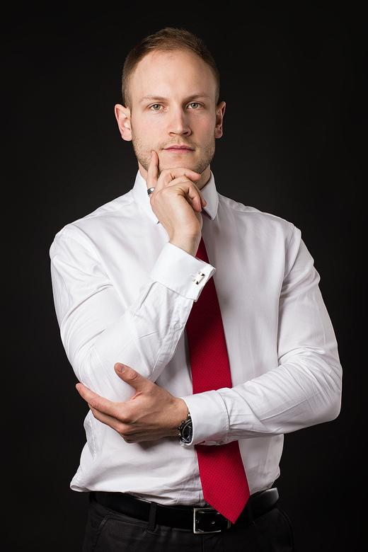 Business portrét - černé pozadí